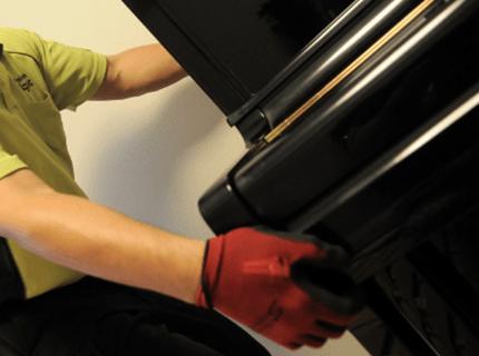 ピアノ運送歴30年のベテランスタッフ